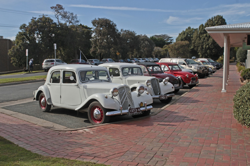 Cars-out-fron-Flinders-Hotel